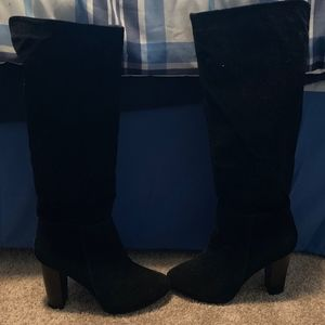 NEW! Gorgeous black knee high boots